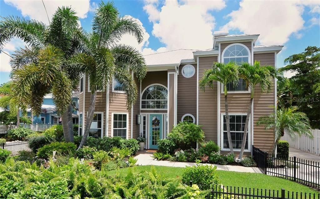 Single Family Home for sale at 1727 Hyde Park St, Sarasota, FL 34239 - MLS Number is A4190978