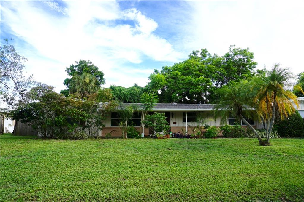 Single Family Home for sale at 2515 Sheridan Dr, Sarasota, FL 34239 - MLS Number is A4191608