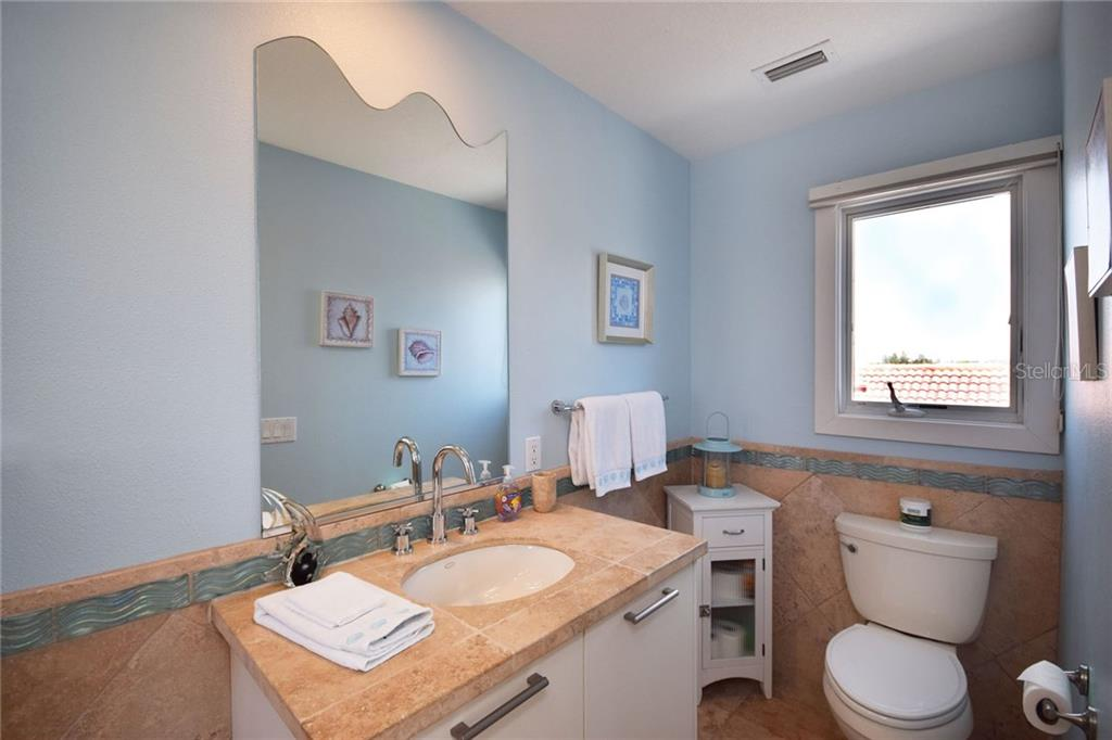 2nd full bath with walk in shower - Condo for sale at 439 Beach Rd #e, Sarasota, FL 34242 - MLS Number is A4192797