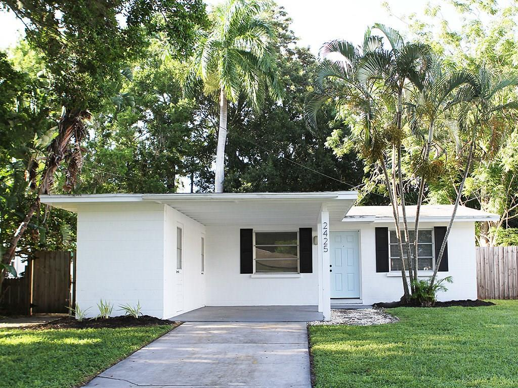 Single Family Home for sale at 2425 Hawthorne St, Sarasota, FL 34239 - MLS Number is A4194263
