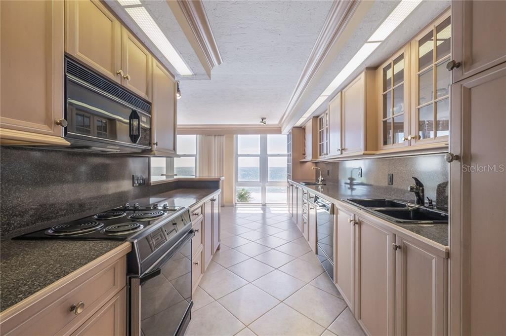 Condo for sale at 1701 Gulf Of Mexico Dr #401, Longboat Key, FL 34228 - MLS Number is A4195634
