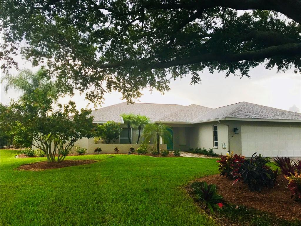 circular drive-way with large, beautiful oak tree, 2 car garage - Single Family Home for sale at 1222 Sleepy Hollow Rd, Venice, FL 34285 - MLS Number is A4196086