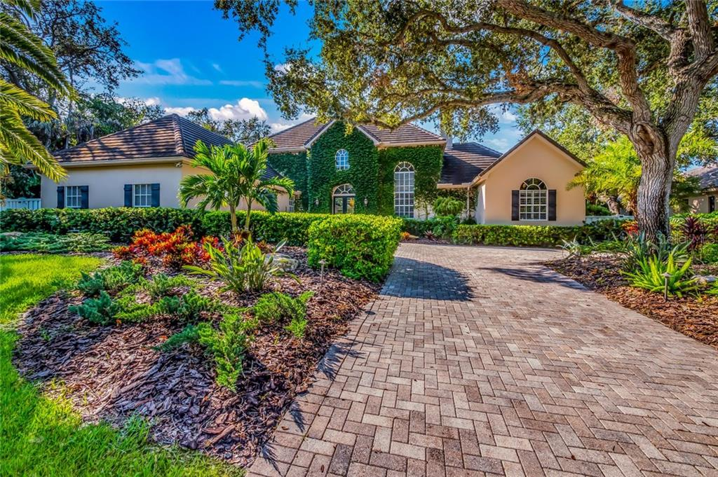 Single Family Home for sale at 1420 Westbrook Dr, Sarasota, FL 34231 - MLS Number is A4197490