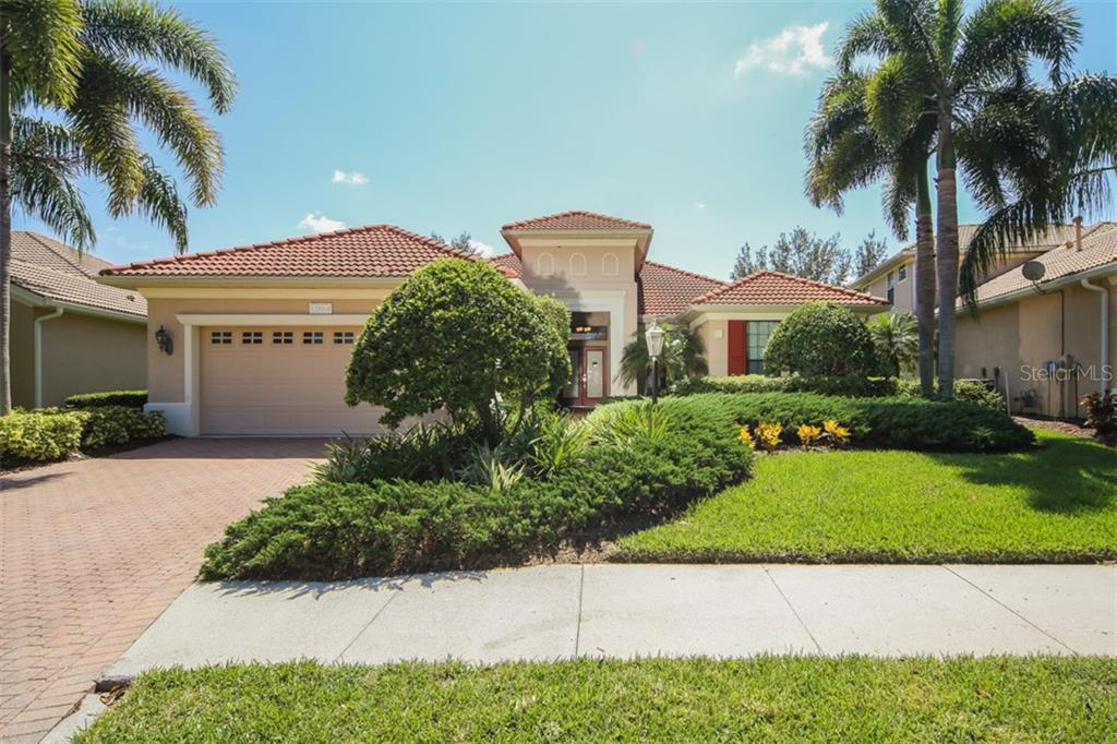 Single Family Home for sale at 13864 Siena Loop, Lakewood Ranch, FL 34202 - MLS Number is A4197532
