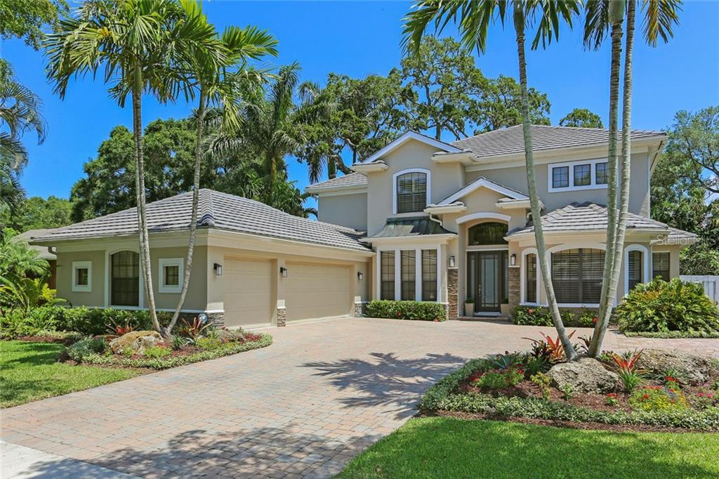 Single Family Home for sale at 1927 Boyce St, Sarasota, FL 34239 - MLS Number is A4200537