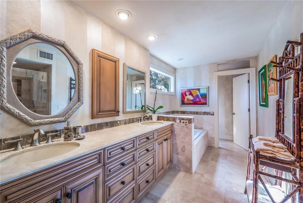 Master bath with dual sinks, spa tub & walk-in shower - Single Family Home for sale at 1253 Riegels Landing Dr, Sarasota, FL 34242 - MLS Number is A4203768