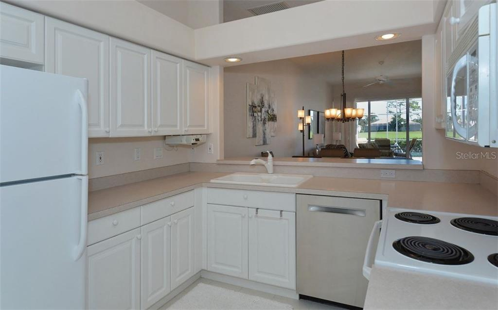 Lots of cabinet and counter space in the kitchen. - Villa for sale at 9554 Forest Hills Cir, Sarasota, FL 34238 - MLS Number is A4206506