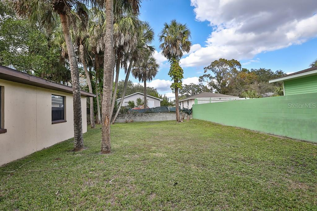 Single Family Home for sale at 1701 23rd St, Sarasota, FL 34234 - MLS Number is A4207400