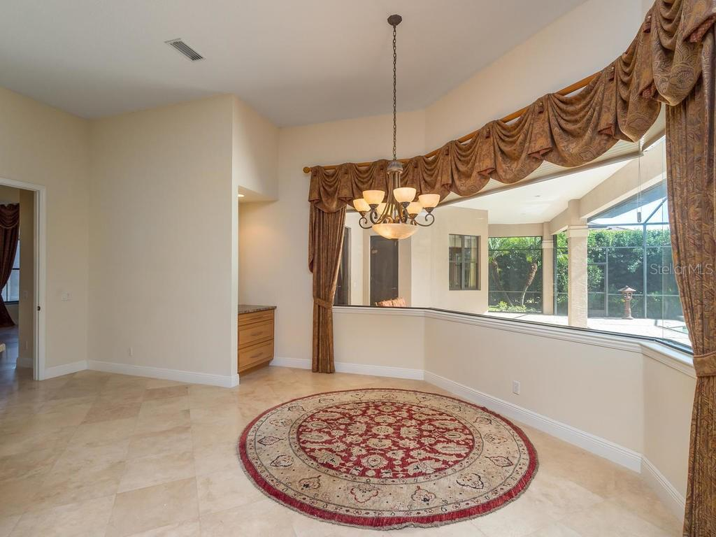 Eat-in Space in Kitchen - Single Family Home for sale at 7715 Donald Ross Rd W, Sarasota, FL 34240 - MLS Number is A4208499