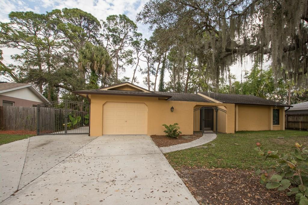 Single Family Home for sale at 3231 Kingswood Dr, Sarasota, FL 34232 - MLS Number is A4210067