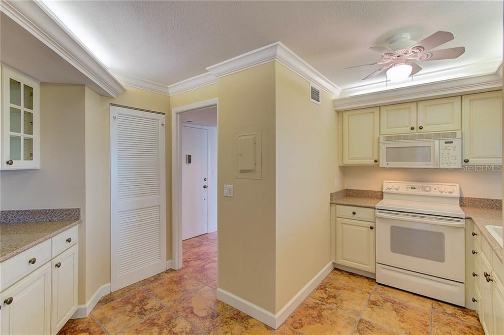 Kitchen - Condo for sale at 1111 N Gulfstream Ave #7b, Sarasota, FL 34236 - MLS Number is A4212040
