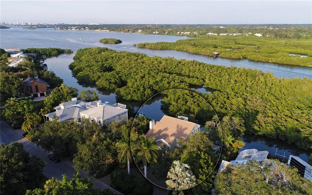 Single Family Home for sale at 5306 Siesta Cove Dr, Sarasota, FL 34242 - MLS Number is A4212382