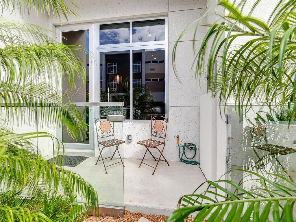 Townhouse for sale at 212 Cosmopolitan Ct, Sarasota, FL 34236 - MLS Number is A4212561