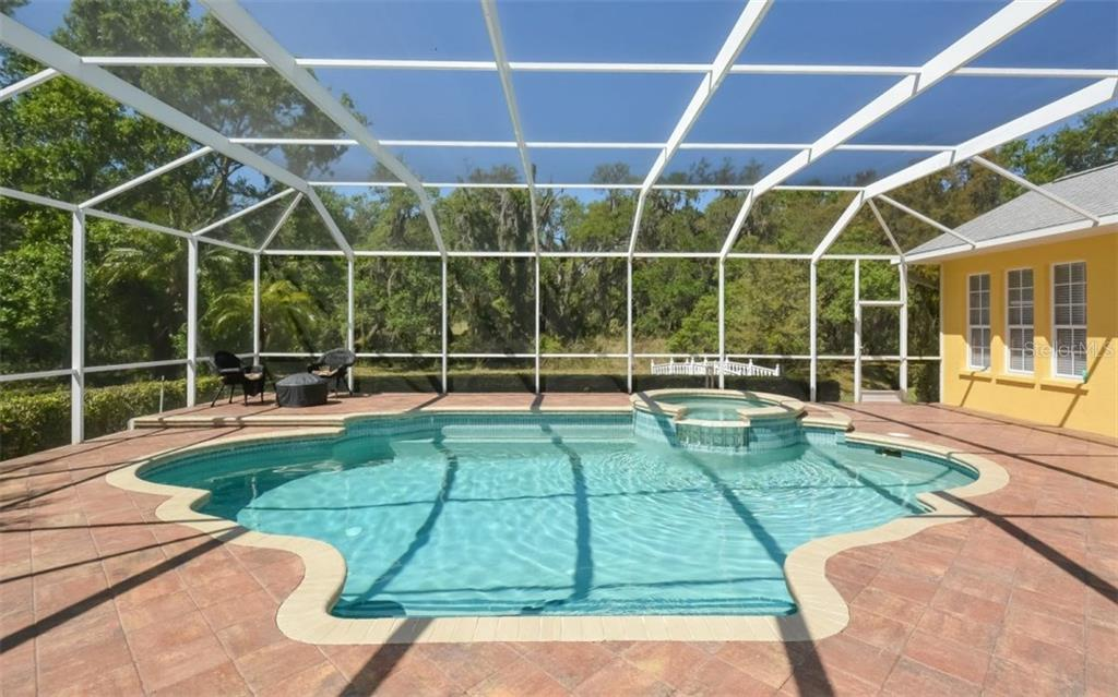 Single Family Home for sale at 6106 Glen Abbey Ln, Bradenton, FL 34202 - MLS Number is A4213477