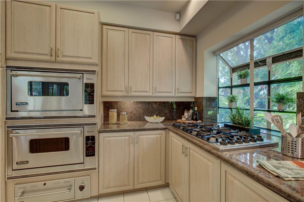 Only the best ..... Viking Stainless Steel appliances and gas cooktop. - Single Family Home for sale at 3896 Boca Pointe Dr, Sarasota, FL 34238 - MLS Number is A4213831