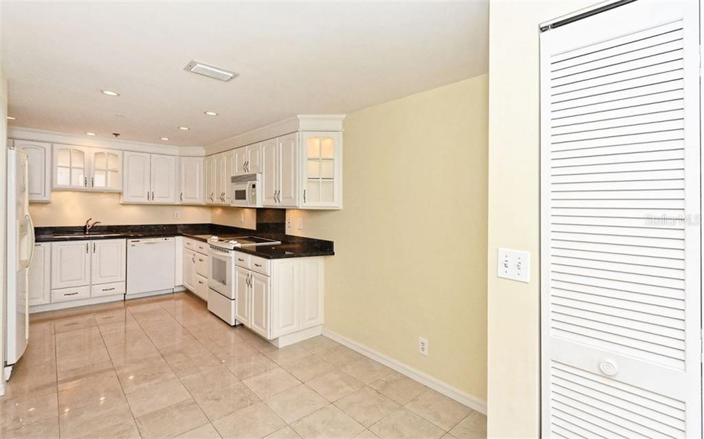 Condo for sale at 1255 N Gulfstream Ave #1007, Sarasota, FL 34236 - MLS Number is A4213945