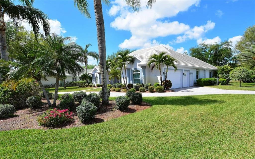 Side of house - Single Family Home for sale at 402 Trenwick Ln, Venice, FL 34293 - MLS Number is A4214615