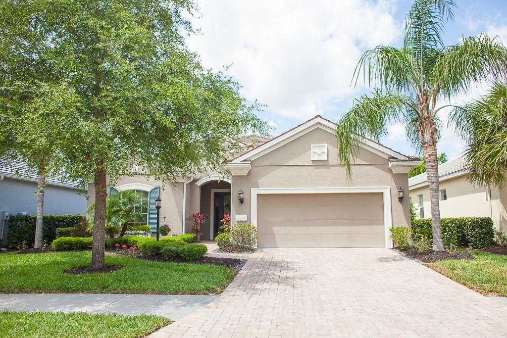 Single Family Home for sale at 7278 Lismore Ct, Lakewood Ranch, FL 34202 - MLS Number is A4401485