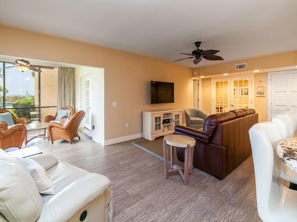 Living area and lanai. - Condo for sale at 4215 Gulf Of Mexico Dr #103, Longboat Key, FL 34228 - MLS Number is A4404956