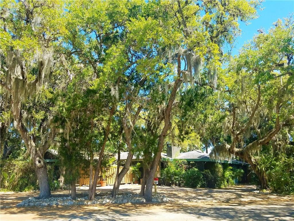 Single Family Home for sale at 4903 Oxford Dr, Sarasota, FL 34242 - MLS Number is A4405822