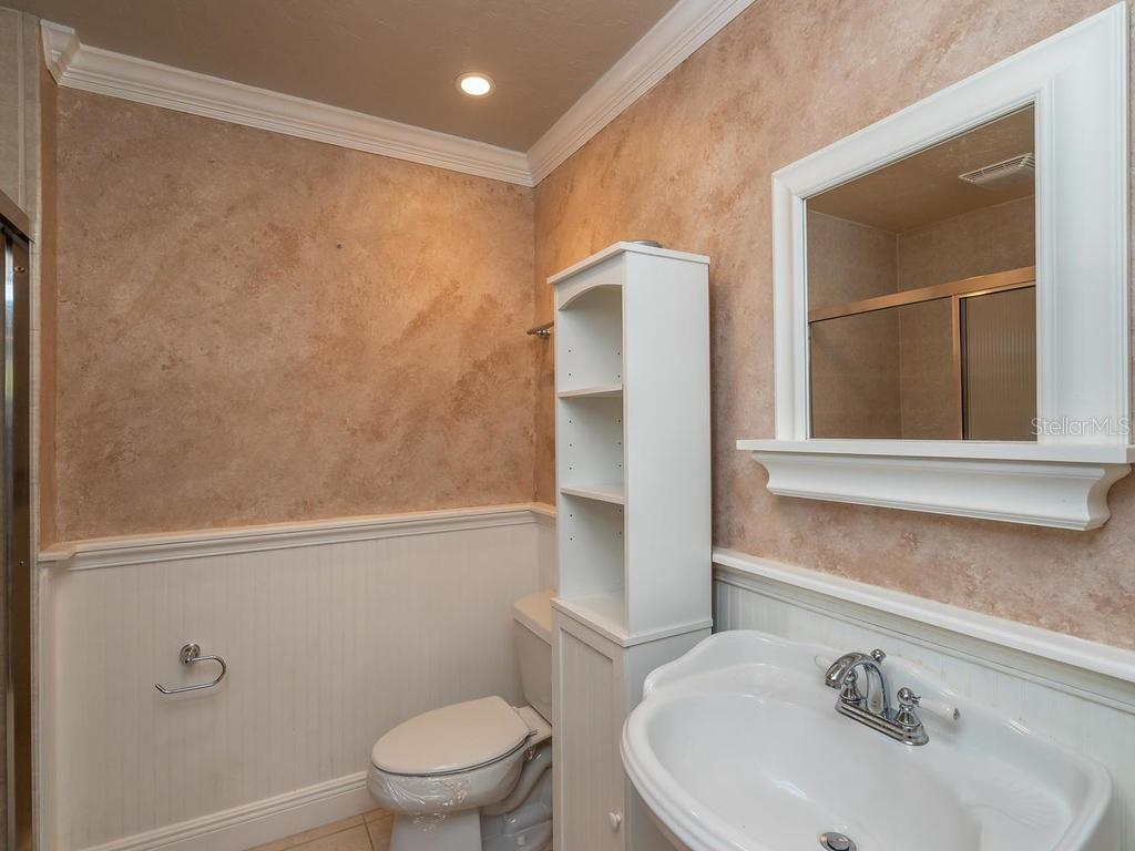 Full 3rd bathroom downstairs - Condo for sale at 1912 Harbourside Dr #604, Longboat Key, FL 34228 - MLS Number is A4407777