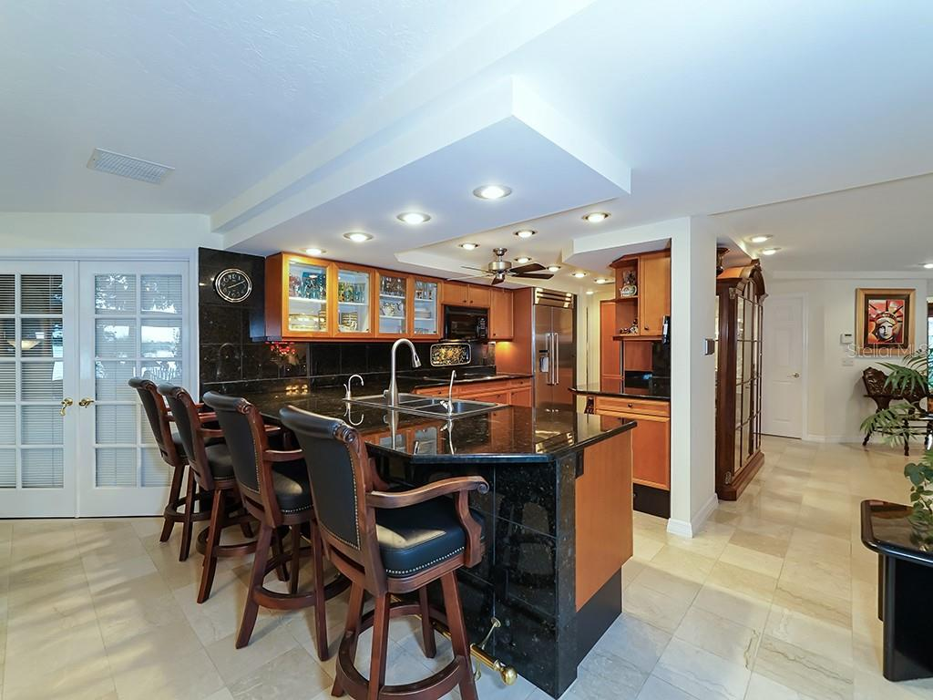 Kitchen - Breakfast Bar - Single Family Home for sale at 916 N Casey Key Rd, Osprey, FL 34229 - MLS Number is A4408082