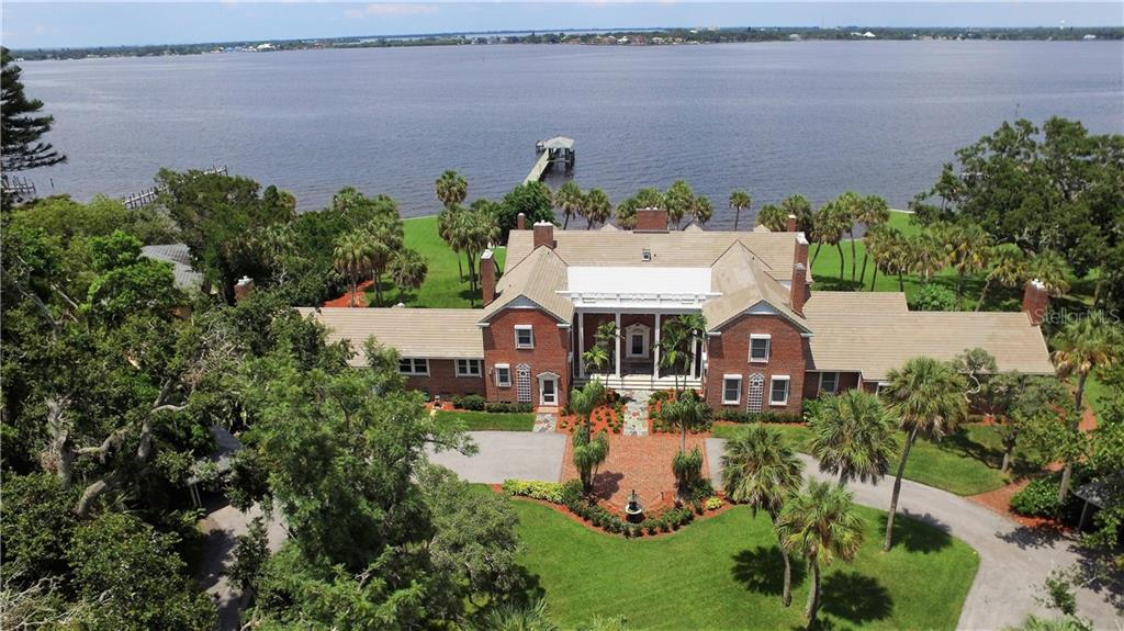 Striking pose looking North over Manatee River - Single Family Home for sale at 4820 Riverview Blvd, Bradenton, FL 34209 - MLS Number is A4408263