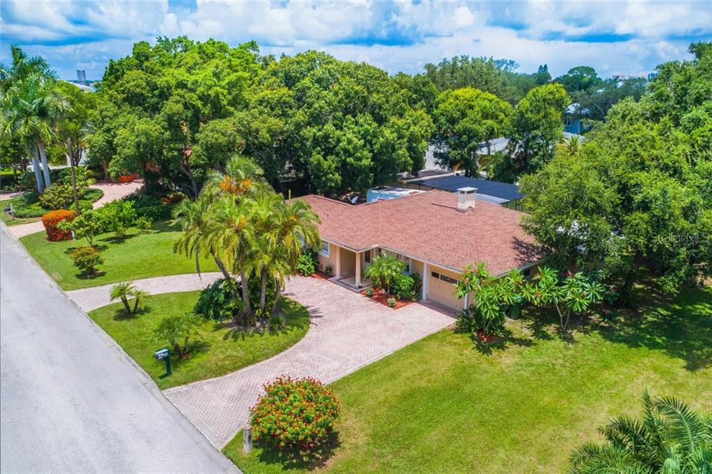 New Supplement - Single Family Home for sale at 1555 Sandpiper Ln, Sarasota, FL 34239 - MLS Number is A4408606