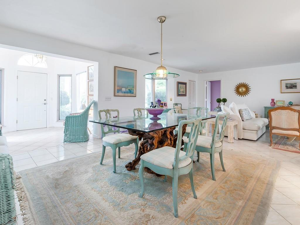 Formal dining - Single Family Home for sale at 422 Meadow Lark Dr, Sarasota, FL 34236 - MLS Number is A4410562