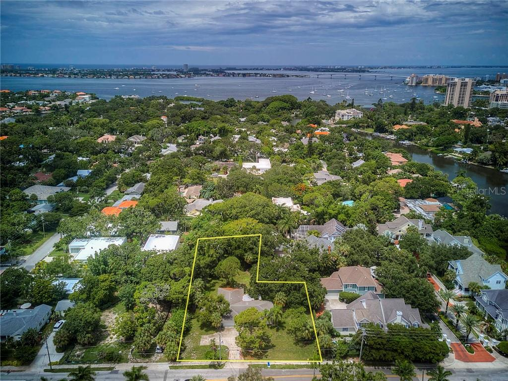 Single Family Home for sale at 950 S Osprey Ave, Sarasota, FL 34236 - MLS Number is A4410905