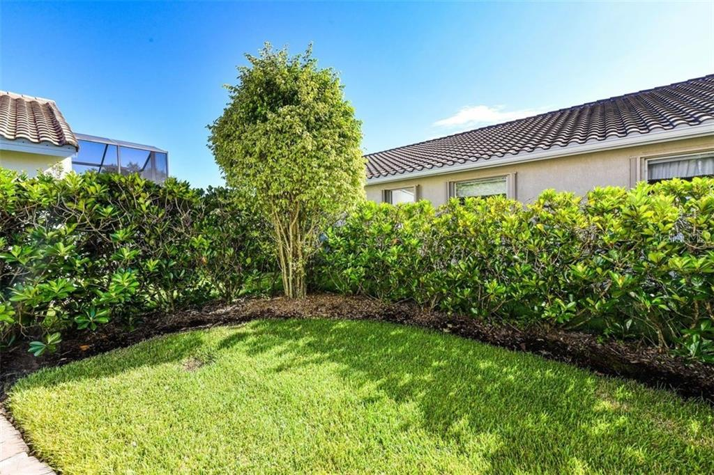 Single Family Home for sale at 6539 42nd St E, Sarasota, FL 34243 - MLS Number is A4413454