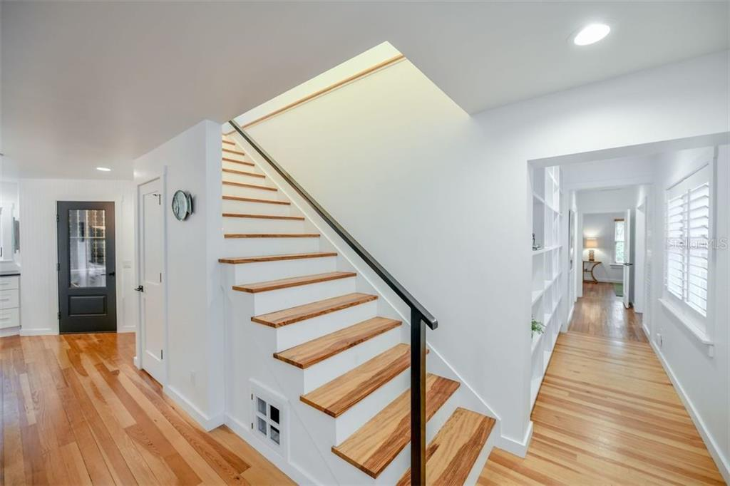 Beautiful staircase leading to the upstairs Master Bedroom Suite. - Single Family Home for sale at 550 Ohio Pl, Sarasota, FL 34236 - MLS Number is A4414310