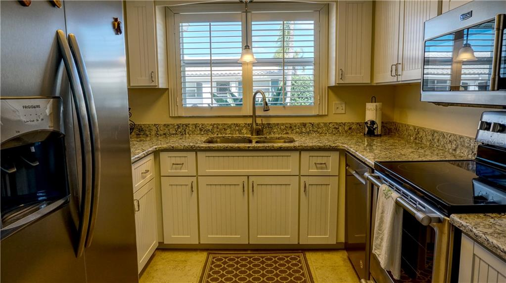 Quartz counter tops, newer appliances. - Villa for sale at 682 Spanish Dr S, Longboat Key, FL 34228 - MLS Number is A4414905