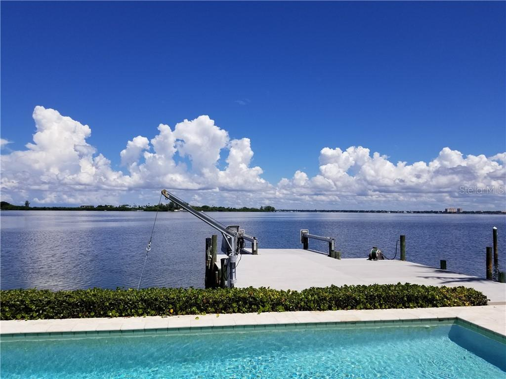 Single Family Home for sale at 230 N Washington Dr, Sarasota, FL 34236 - MLS Number is A4415745