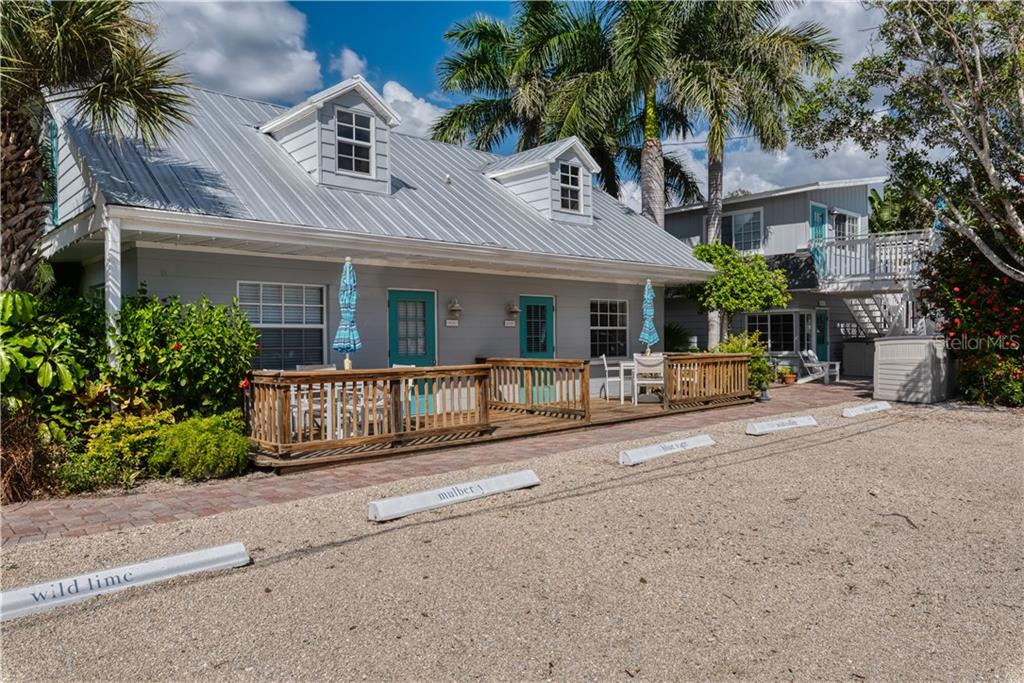 Exterior - Single Family Home for sale at 1101-1105 Point Of Rocks Rd, Sarasota, FL 34242 - MLS Number is A4415890