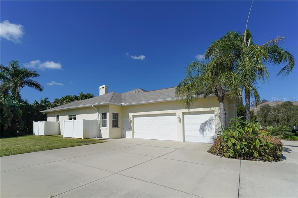 3-car side-load garage in addition to circular drive and additional parking area - Single Family Home for sale at 1714 79th Ct W, Bradenton, FL 34209 - MLS Number is A4416601