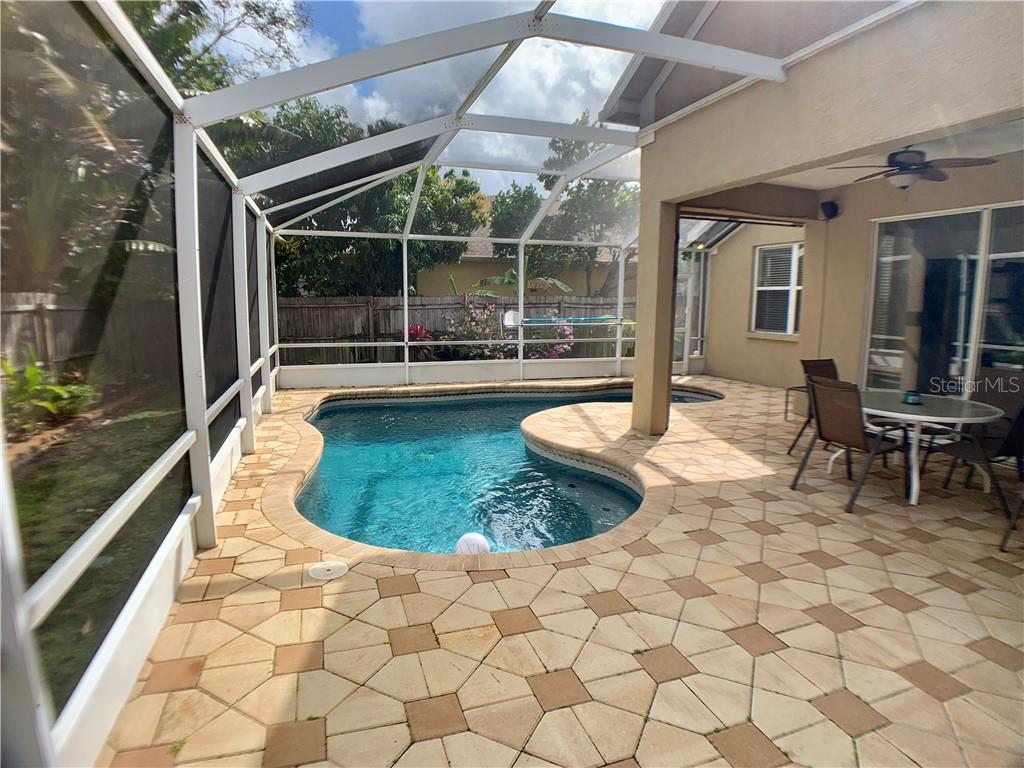 Single Family Home for sale at 5613 Oakshire Ave, Sarasota, FL 34233 - MLS Number is A4417074