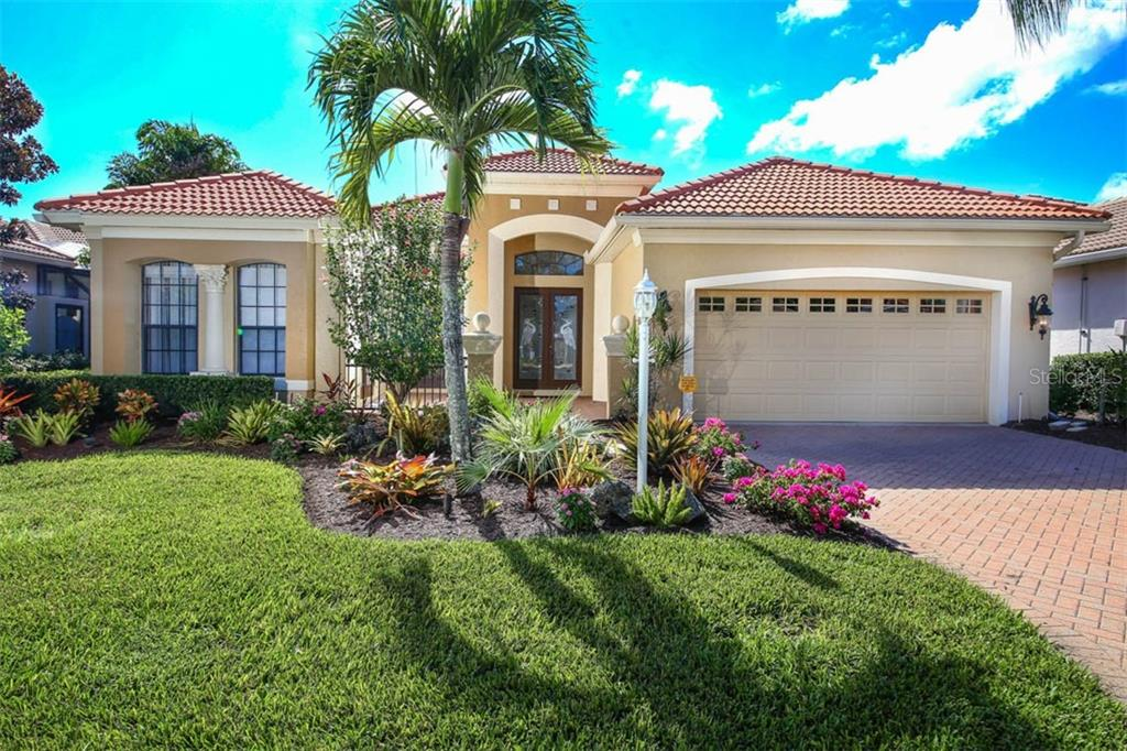 Beautifully Landscaped Front Exterior - Single Family Home for sale at 7060 Whitemarsh Cir, Lakewood Ranch, FL 34202 - MLS Number is A4417363