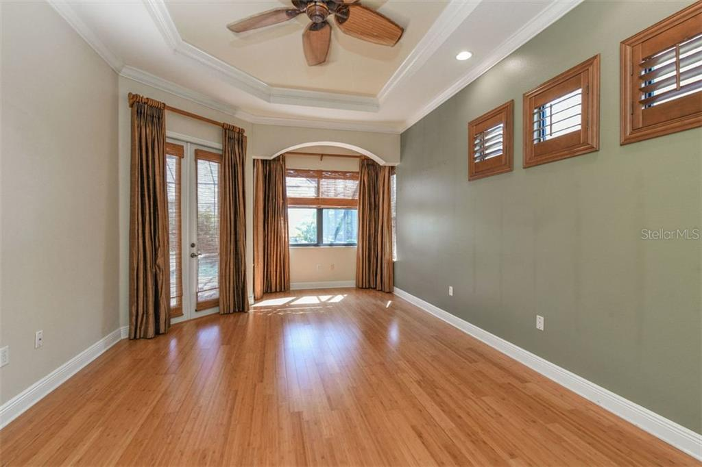 Expansive Owner's Suite with Bamboo Flooring & Dual Closets with Built-Ins - Single Family Home for sale at 7060 Whitemarsh Cir, Lakewood Ranch, FL 34202 - MLS Number is A4417363