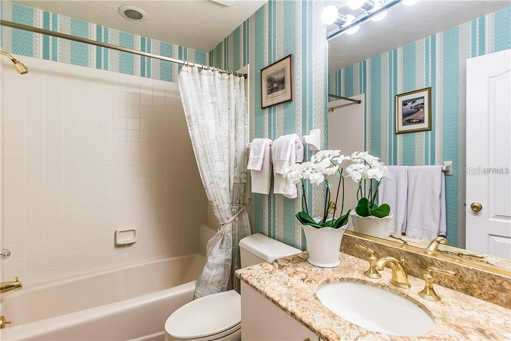 Guest bath with tub & shower combo - Single Family Home for sale at 4963 Oxford Dr, Sarasota, FL 34242 - MLS Number is A4417783