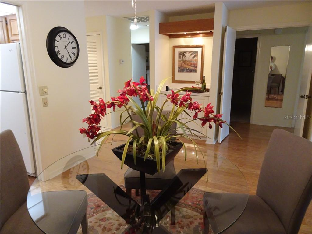 Dry bar is great for entertaining. - Villa for sale at 3617 Gleneagle Dr, Sarasota, FL 34238 - MLS Number is A4417832