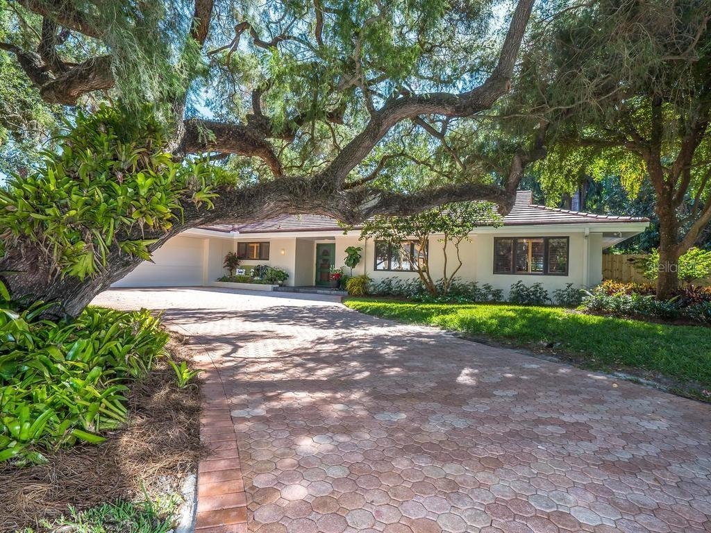Single Family Home for sale at 1610 S Lake Shore Dr, Sarasota, FL 34231 - MLS Number is A4418175
