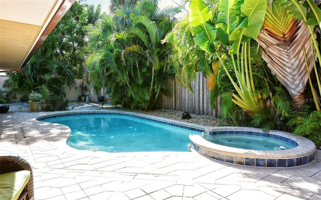 Single Family Home for sale at 628 N Owl Dr, Sarasota, FL 34236 - MLS Number is A4418708