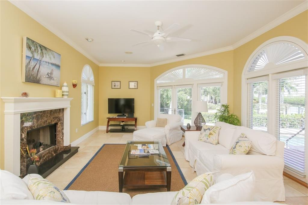 Single Family Home for sale at 211 Tremont Ln, Sarasota, FL 34236 - MLS Number is A4418737