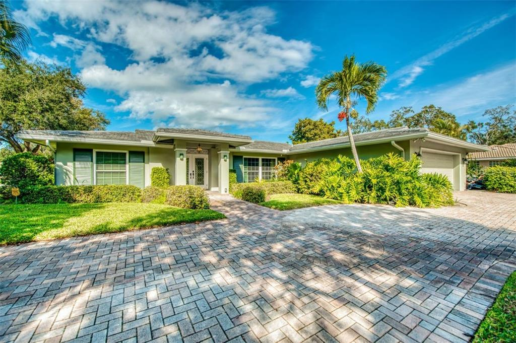 Single Family Home for sale at 5548 Shadow Lawn Dr, Sarasota, FL 34242 - MLS Number is A4423461