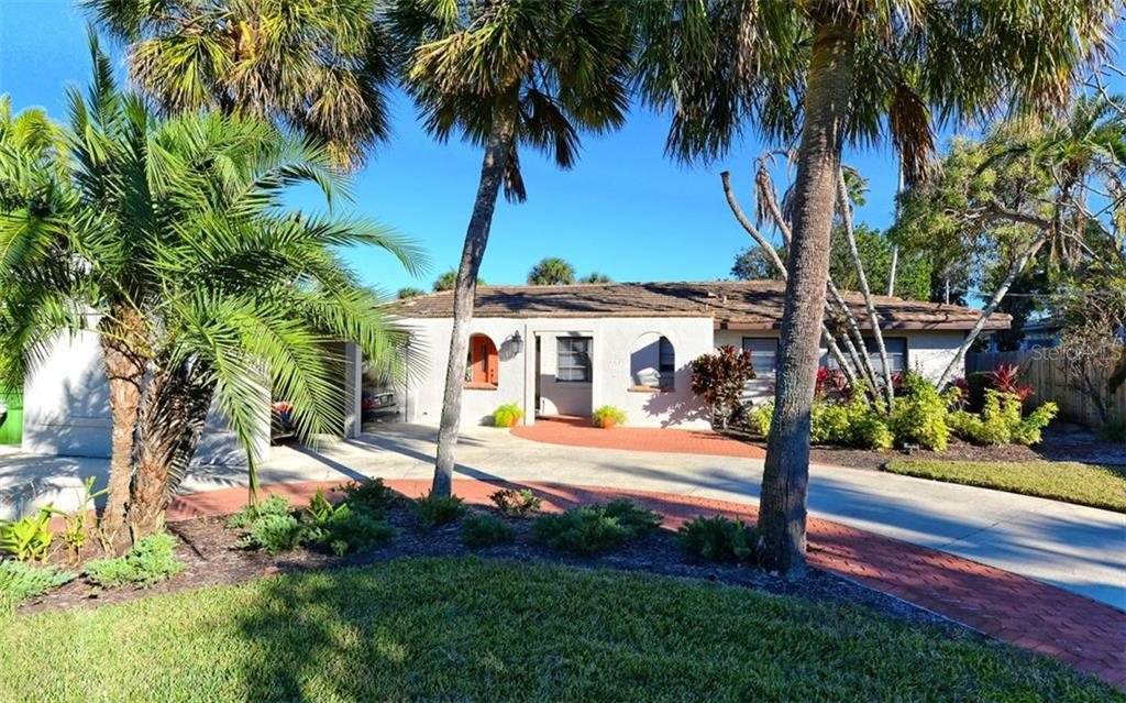Single Family Home for sale at 462 Bowdoin Cir, Sarasota, FL 34236 - MLS Number is A4423606