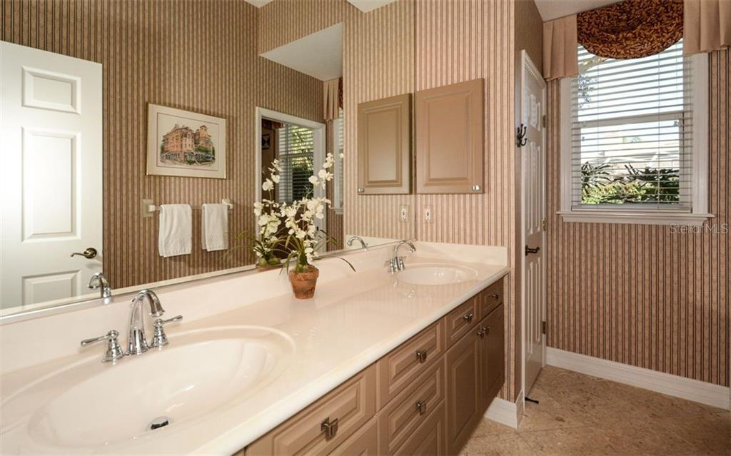 Guest Bathroom 2 with separate/private tub/shower water closet. - Single Family Home for sale at 2522 Tom Morris Dr, Sarasota, FL 34240 - MLS Number is A4423908
