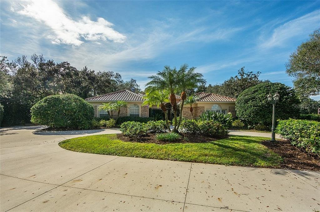 Gorgeous cul-de-sac lot with circular driveway. - Single Family Home for sale at 2972 Jeff Myers Cir, Sarasota, FL 34240 - MLS Number is A4424133