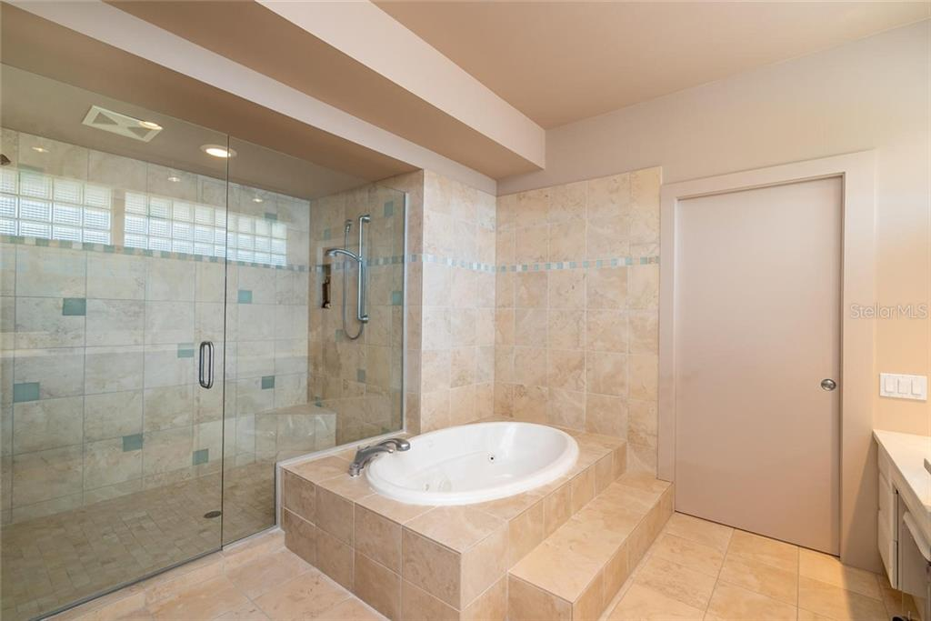 Large walk-in shower and garden Jacuzzi tub! - Single Family Home for sale at 509 Venice Ln, Sarasota, FL 34242 - MLS Number is A4425092