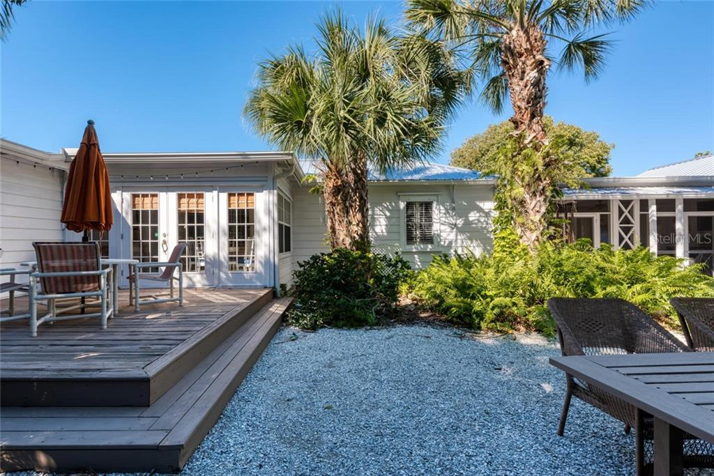 Single Family Home for sale at 422 Garfield Dr, Sarasota, FL 34236 - MLS Number is A4425287
